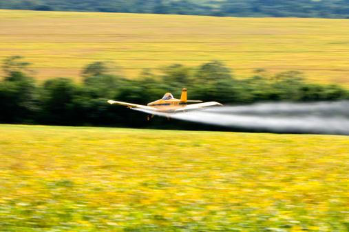 Insecticide「Brazil,  Campo Grande, airplane spraying plantation field」:スマホ壁紙(1)