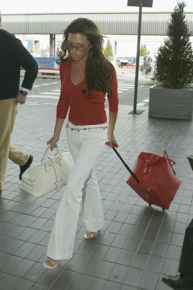 Heathrow Airport「David Beckham And His Wife Victoria Arrive At Heathrow Airport」:写真・画像(15)[壁紙.com]