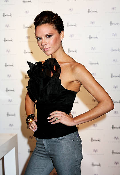 GBR: Victoria Beckham Celebrates dVb Range At Harrods:ニュース(壁紙.com)