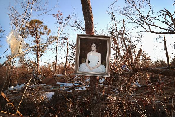 Scott Olson「Recovery Efforts Continue In Hurricane-Ravaged Florida Panhandle」:写真・画像(4)[壁紙.com]