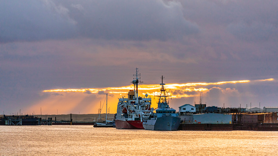 Port Stanley - Falkland Islands「Ships at the dock at sunset」:スマホ壁紙(4)