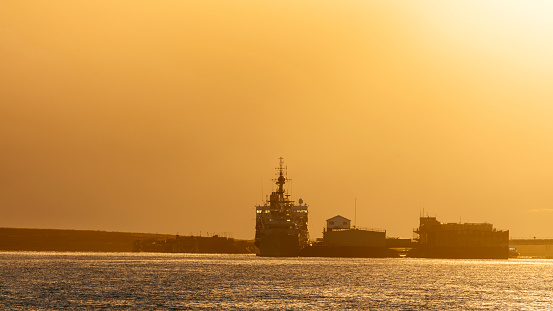 Port Stanley - Falkland Islands「Ships at the dock at sunset」:スマホ壁紙(3)