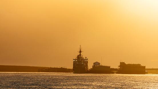Falkland Islands「Ships at the dock at sunset」:スマホ壁紙(19)