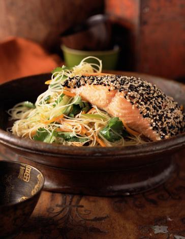 Black Sesame Seed「Sesame covered salmon over noodles」:スマホ壁紙(15)