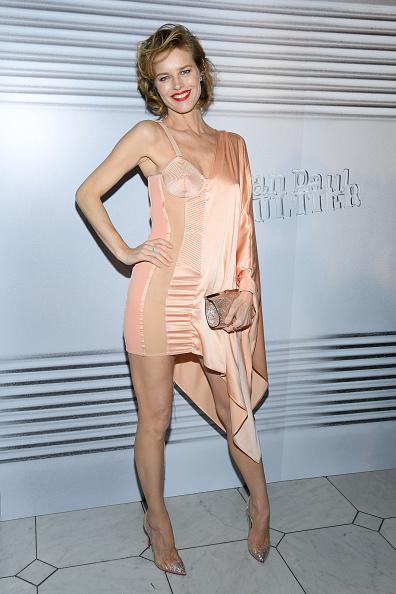 Asymmetric Dress「Jean-Paul Gaultier: Photocall - Paris Fashion Week - Haute Couture Spring/Summer 2020」:写真・画像(19)[壁紙.com]