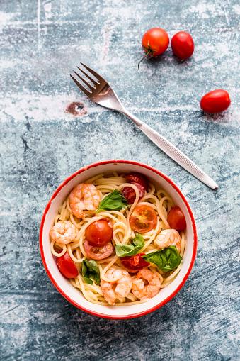 Spice「Spaghetti with prawns, tomatoes and basil」:スマホ壁紙(11)