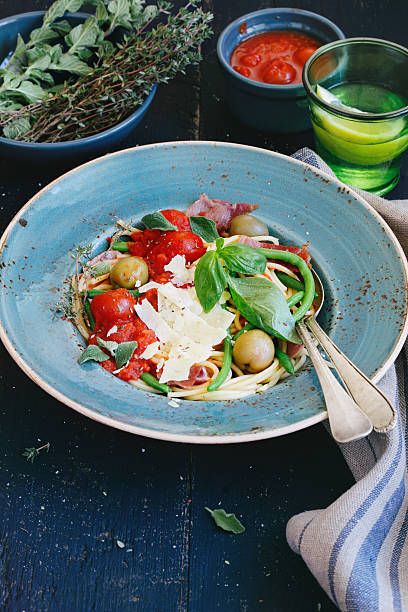 Spaghetti with tomato sauce:スマホ壁紙(壁紙.com)