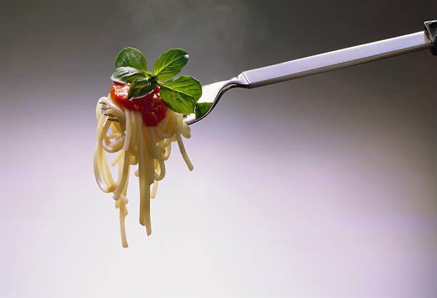 Spaghetti with Tomato Sauce on Fork:スマホ壁紙(壁紙.com)