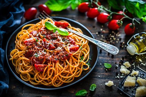 Silverware「Spaghetti with tomato sauce shot on rustic wooden table」:スマホ壁紙(15)