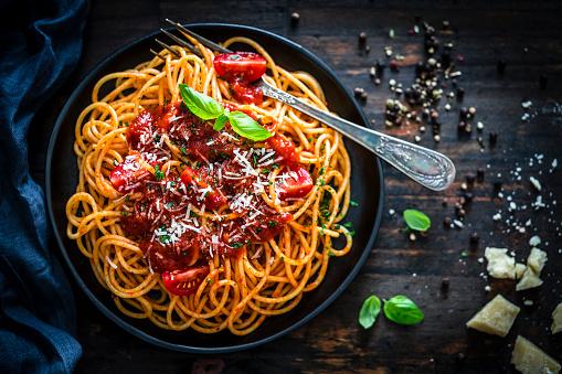 Silverware「Spaghetti with tomato sauce shot on rustic wooden table」:スマホ壁紙(18)