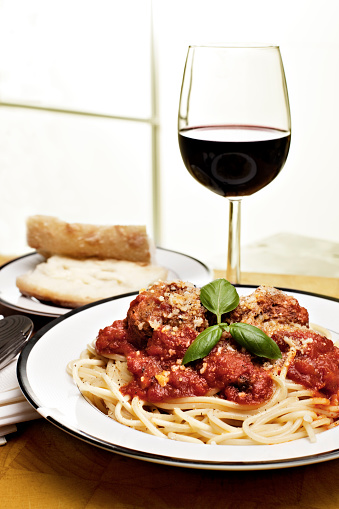 Meat Dish「Spaghetti with meatballs, bread and red wine」:スマホ壁紙(12)