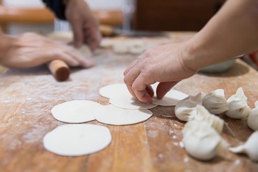 Dumpling「Cooking chinese dumpling(Jiaozi)」:スマホ壁紙(16)