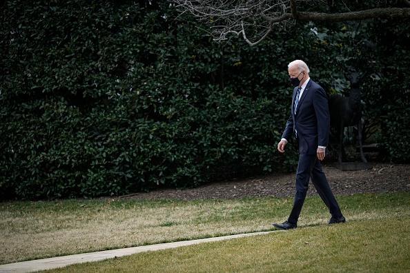 Walking「President Biden Departs White House For Philadelphia」:写真・画像(14)[壁紙.com]