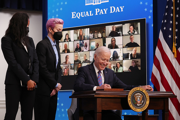 Women's Soccer「President Biden Holds White House Event To Mark Equal Pay Day」:写真・画像(17)[壁紙.com]