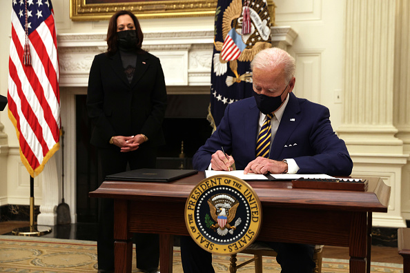 Executive Order「President Biden Delivers Remarks On Response To Economic Crisis From White House」:写真・画像(2)[壁紙.com]