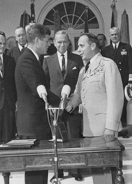メダル授与式「General Lemnitzer With JFK」:写真・画像(18)[壁紙.com]