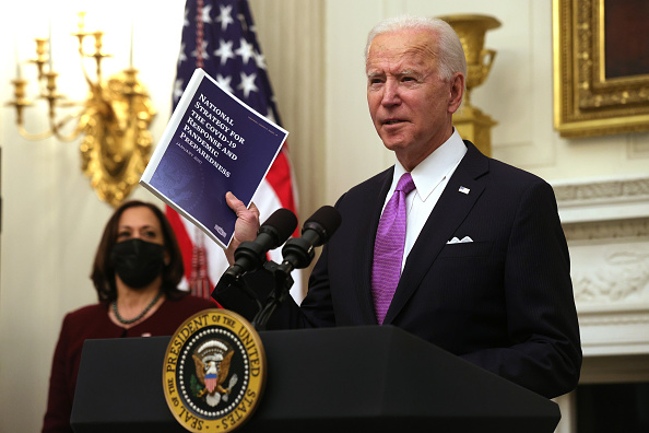 Executive Order「President Joe Biden Discusses His Administration's Covid Response Plan And Signs Executive Orders」:写真・画像(4)[壁紙.com]