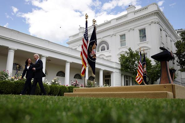 Outdoors「President Biden Delivers Remarks On COVID-19 Response From The Rose Garden」:写真・画像(16)[壁紙.com]