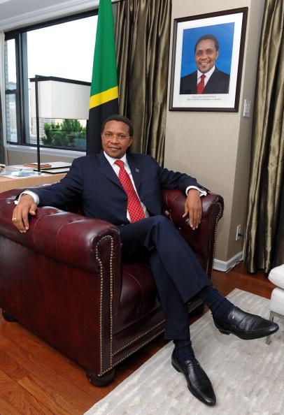 Dimitrios Kambouris「Doug Pitt Named Goodwill Ambassador Of Tanzania Hosted by President Kikwete」:写真・画像(10)[壁紙.com]
