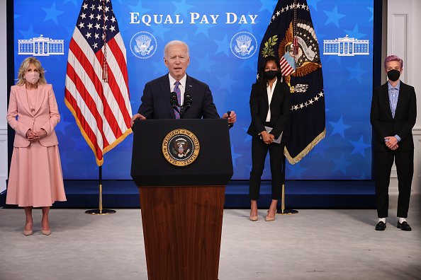 Women's Soccer「President Biden Holds White House Event To Mark Equal Pay Day」:写真・画像(18)[壁紙.com]