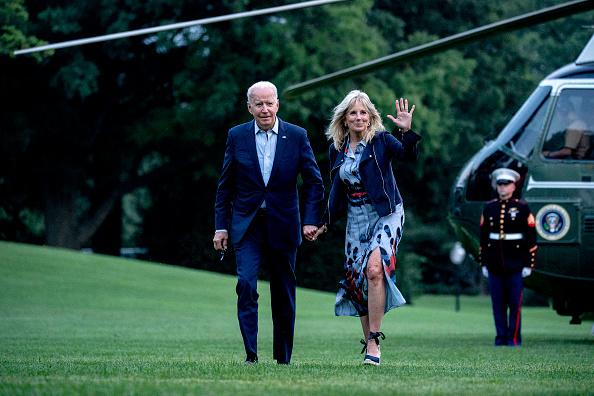 Full Length「President Biden Returns To The White House From Camp David」:写真・画像(9)[壁紙.com]