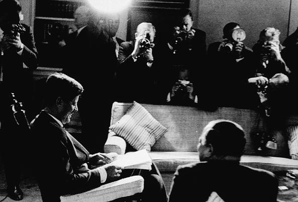 Crisis「JFK Signing Blockade Proclamation」:写真・画像(9)[壁紙.com]