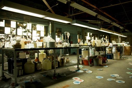 Coke「Illegal Meth Lab With Equipment Everywhere」:スマホ壁紙(12)