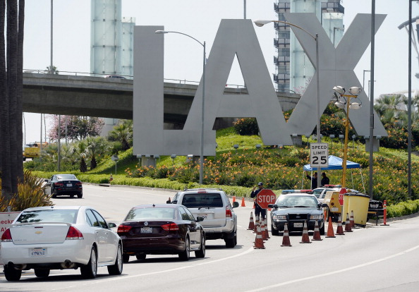 LAX Airport「Security Increased At LAX After Multiple Explosions During Boston Marathon」:写真・画像(2)[壁紙.com]