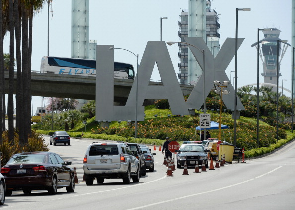 LAX Airport「Security Increased At LAX After Multiple Explosions During Boston Marathon」:写真・画像(7)[壁紙.com]