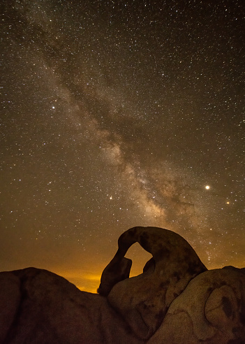 Milky Way「Mobius Arch in Alabama Hills, California」:スマホ壁紙(9)
