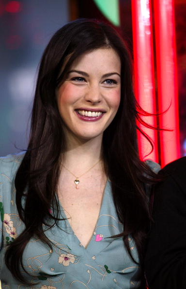 North America「Liv Tyler appears on stage during MTV's Total Request Live」:写真・画像(15)[壁紙.com]