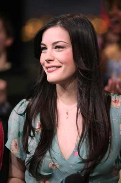 Cable Television「Liv Tyler appears on stage during MTV's Total Request Live」:写真・画像(15)[壁紙.com]