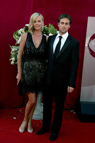 Clutch Bag「57th Annual Emmy Awards - Arrivals」:写真・画像(1)[壁紙.com]