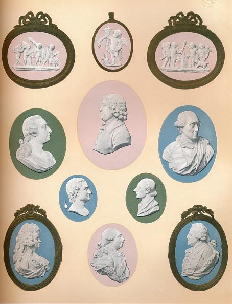 Male Likeness「Wedgwood Portrait Medallions in the Possession of Messrs. Stoner & Evans, 1919.」:写真・画像(18)[壁紙.com]