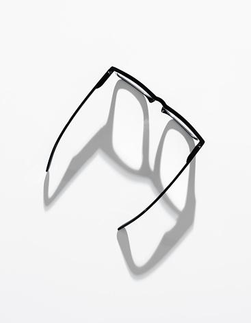 Eyewear「Eyeglasses from above」:スマホ壁紙(7)