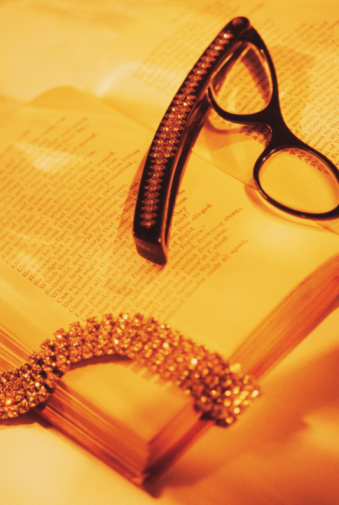 Sepia Toned「Eyeglasses with book and b4racelet」:スマホ壁紙(6)