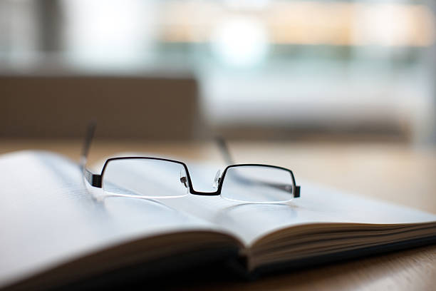 Eyeglasses and book on conference table:スマホ壁紙(壁紙.com)