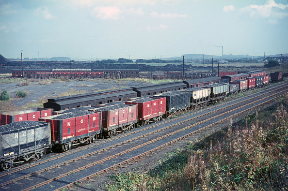 Equipment「A rake of loaded coal wagons and pre-grouping clerestory coaching stock and wooden bodied wagons on the Ashington Colliery network」:写真・画像(13)[壁紙.com]