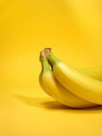 Yellow Background「Bananas」:スマホ壁紙(10)
