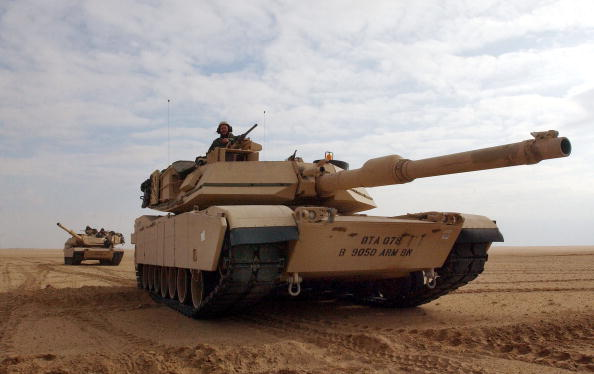 Armored Tank「U.S. Troops Train Near Iraqi Border」:写真・画像(1)[壁紙.com]