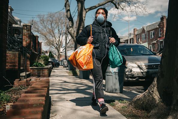 Neighbor「Neighborhood Mutual Aid Group Delivers Groceries To People In Need Around Brooklyn During Coronavirus Pandemic」:写真・画像(11)[壁紙.com]