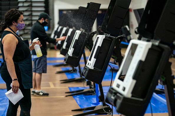 Machinery「Early In-Person Voting Begins In Washington, DC」:写真・画像(2)[壁紙.com]