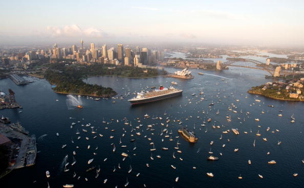 Passenger Craft「Queen Mary II Arrives in Sydney Harbour」:写真・画像(16)[壁紙.com]