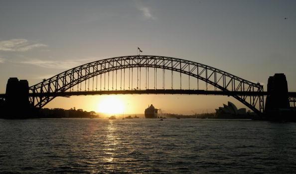 Passenger Craft「Queen Mary II Arrives in Sydney Harbour」:写真・画像(1)[壁紙.com]
