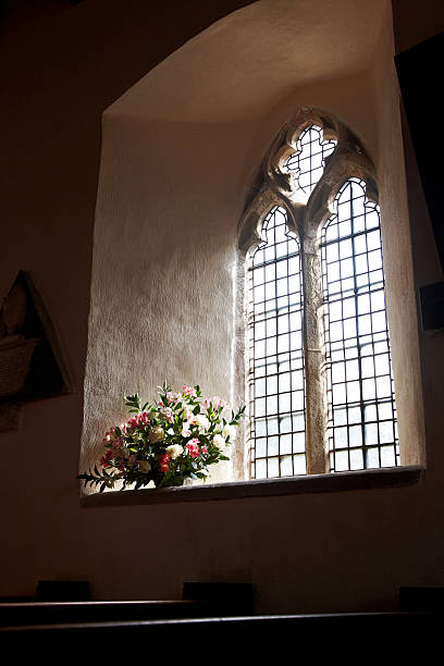 Welsh country church interior window:スマホ壁紙(壁紙.com)