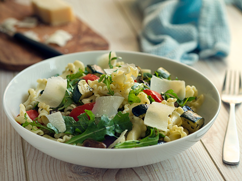 Hard Cheese「Healthy roasted vegetable pasta salad」:スマホ壁紙(17)