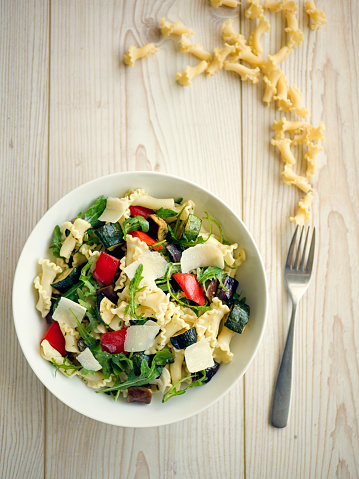 Vegetarian Food「Healthy roasted vegetable pasta salad」:スマホ壁紙(5)