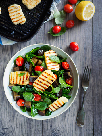 Spinach「Healthy roasted vegetable salad with grilled halloumi cheese」:スマホ壁紙(3)