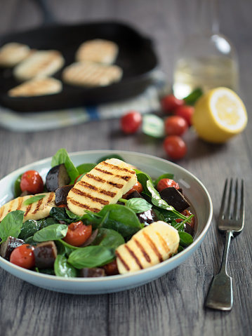 Griddle「Healthy roasted vegetable salad with grilled halloumi cheese」:スマホ壁紙(0)