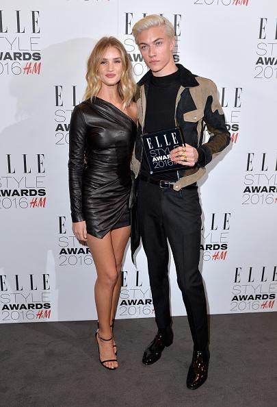 Rosie Huntington-Whiteley「Elle Style Awards 2016 - Winners Room」:写真・画像(7)[壁紙.com]